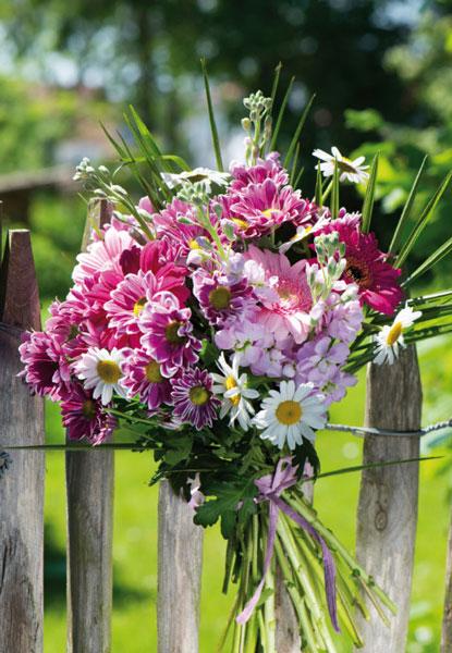 Grußkarte Blumenstrauß am Zaun